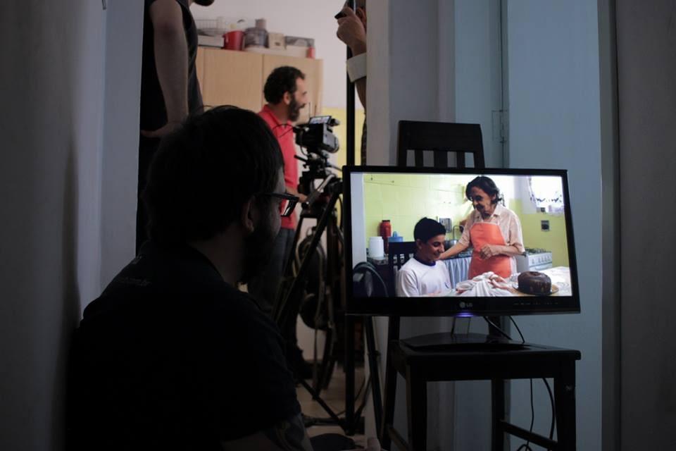 Laura Cardoso e Richard Oliveira gravam cena do curta Barbante.