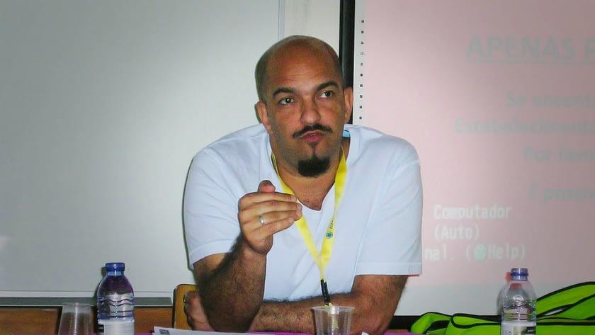 Cristiano Rodrigues, professor e cineasta, falando sobre o cinema na escola