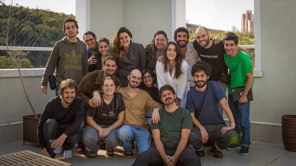 Elenco e equipe de gravação reunídos após 2 dias de captação.